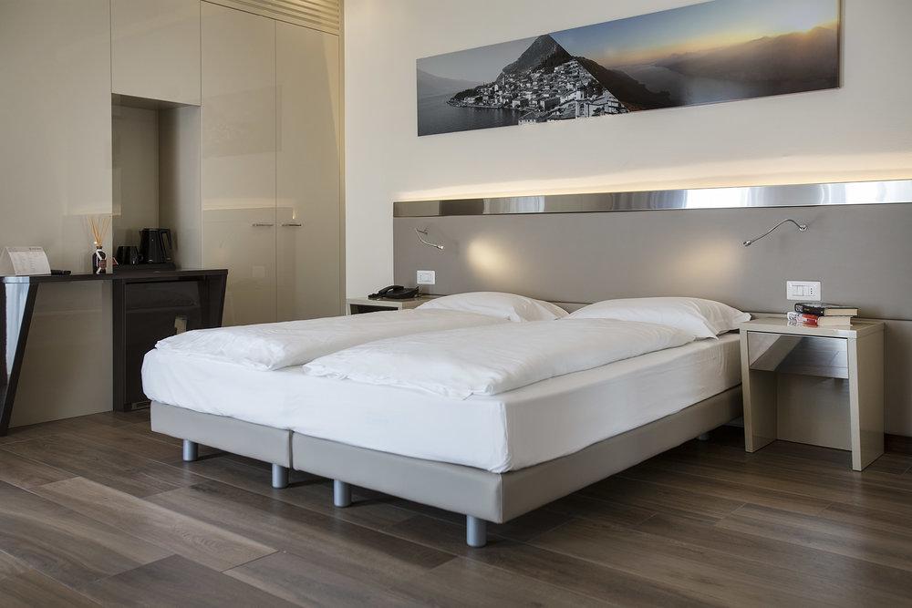 Room 216 - 012.jpg