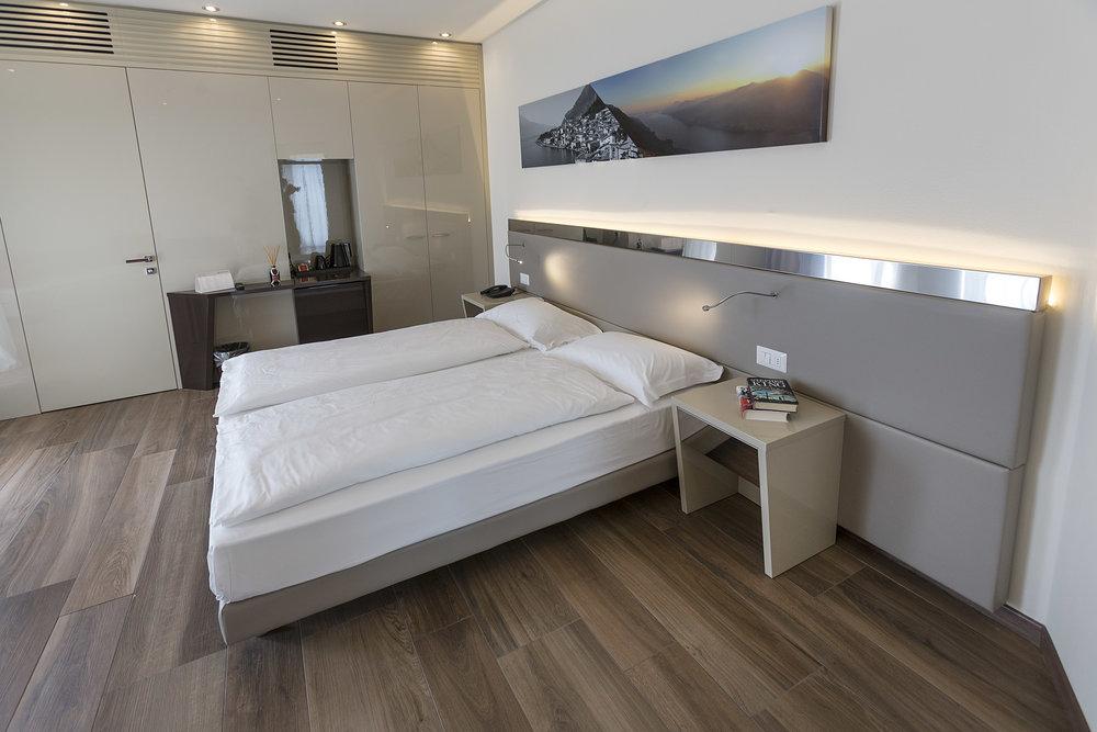 Room 216 - 002.jpg
