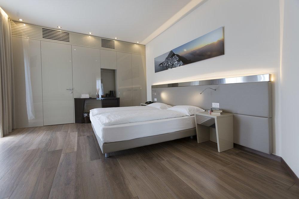 Room 216 - 003.jpg