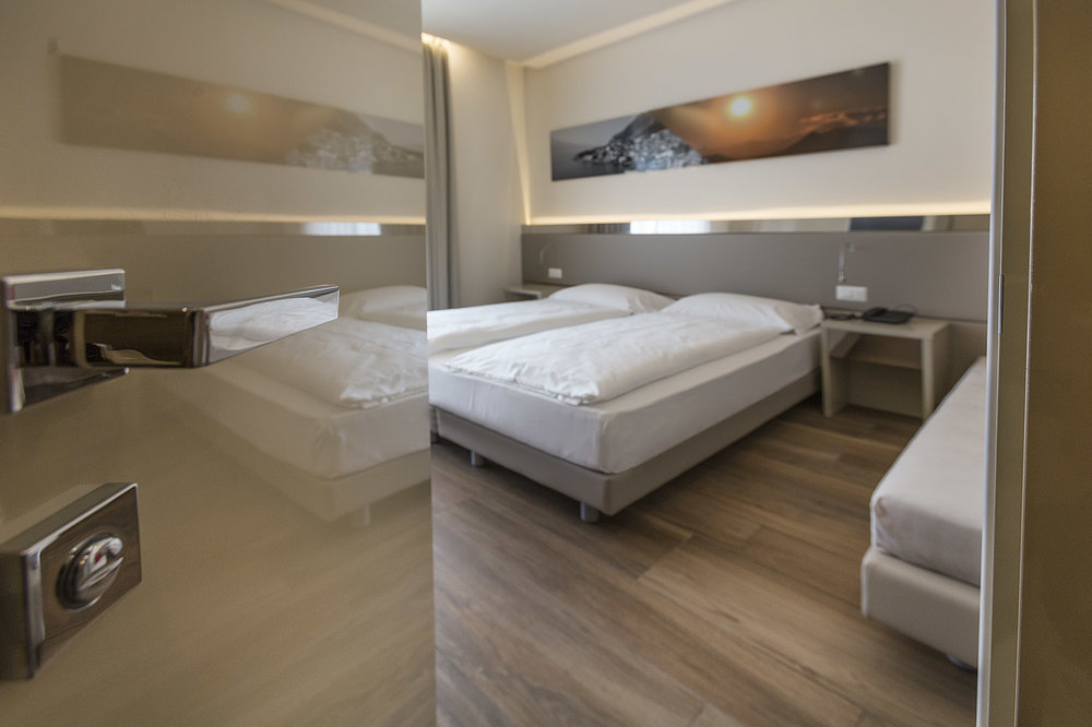 Room 407 - 001-B.jpg