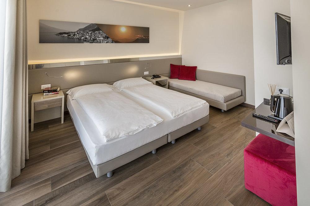 Room 407 - 004-B.jpg