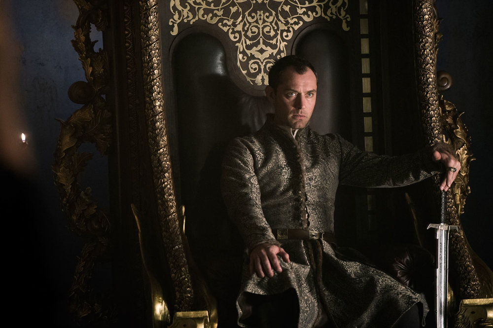 Jude Law as Vortigern, pretender to the throne.