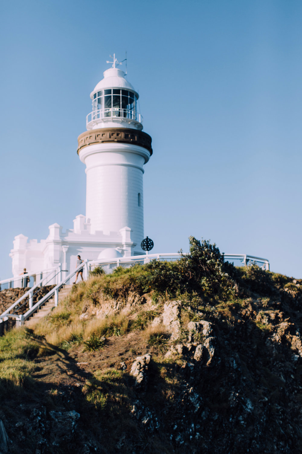 the sparkling white cape byron lighthouse