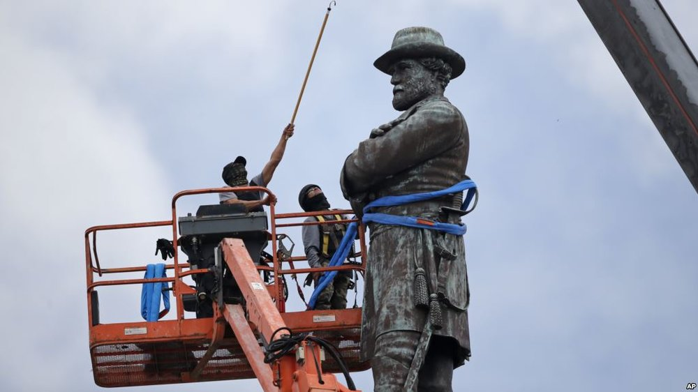 Workers in New Orleans prepare to take Robert E. Lee off his pedestal. AP photo