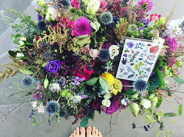 My sister's wedding flowers perfectly match to little plants temporary tattoos. #plants #flowers #wedding #temporarytattoo #fashion #inspiration #autumn #colours #bucket #lifestyle #trend #lotsofflowers