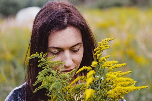 Inhale sunshine, exhale winter. spring is here! #newzealand #spring #yellow #sun #woman #happy #goodvibes #inhale #exhale #flowers #temporarytattoo @zanda_photography