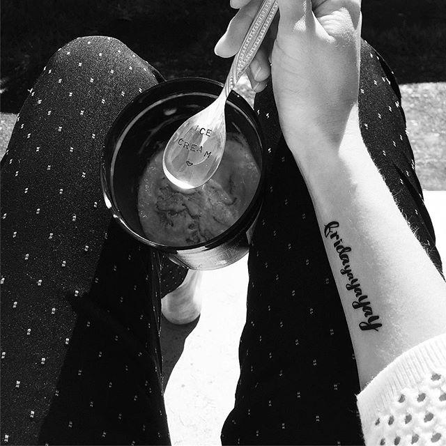 It's finally Friday again !!!! #friday #yay #icecream #fashion #rumsndraisin #enjoy #temporarytattoo #relax #tattoo