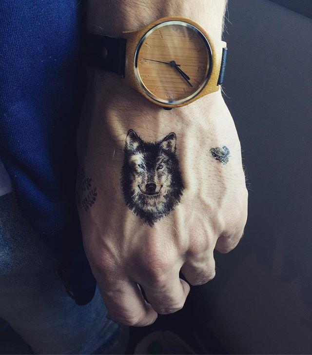 Wolf 🐺 #wolf #hand #temporarytattoo #tattoo #hand #ink #nztattoo #nztattoofestival #faketattoo