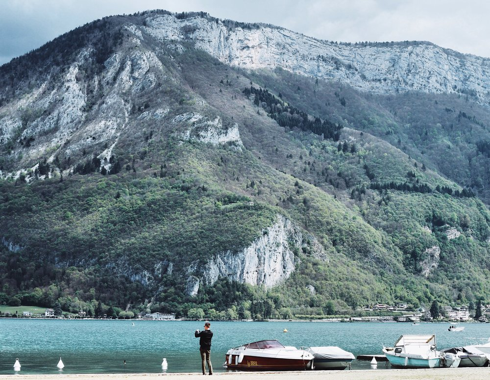 Travel Guide x Annecy ASH x BROOKS