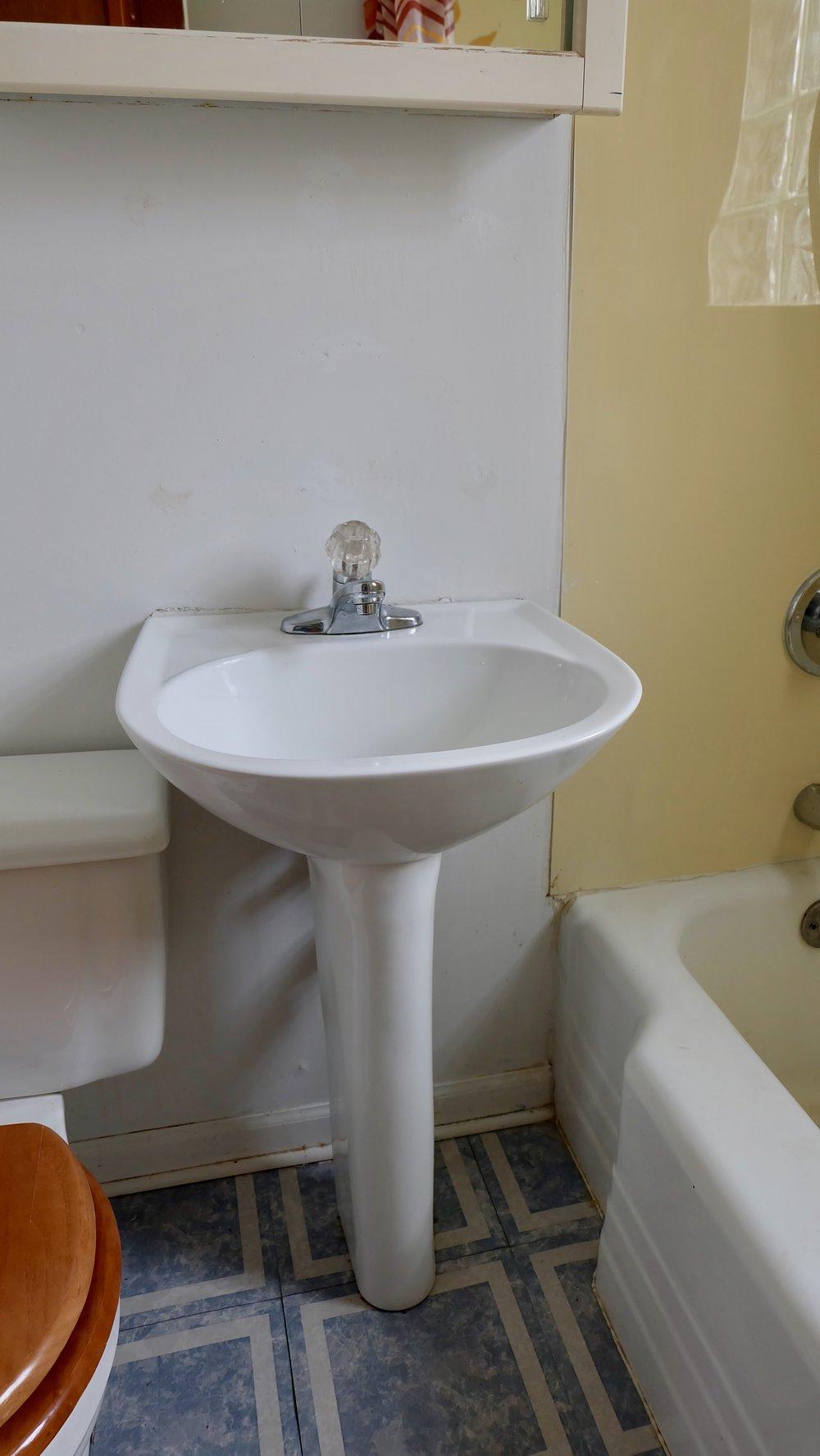 oldbathroom3.jpg