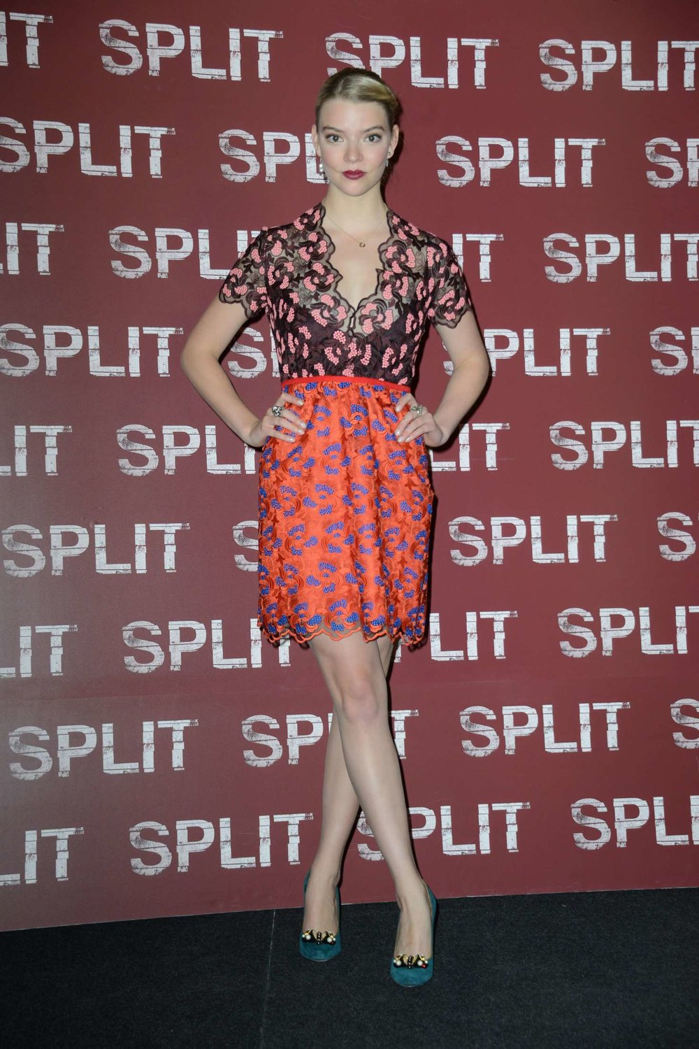 Anya-Taylor-Joy-Split-Photocall-in-Milan--33.jpg