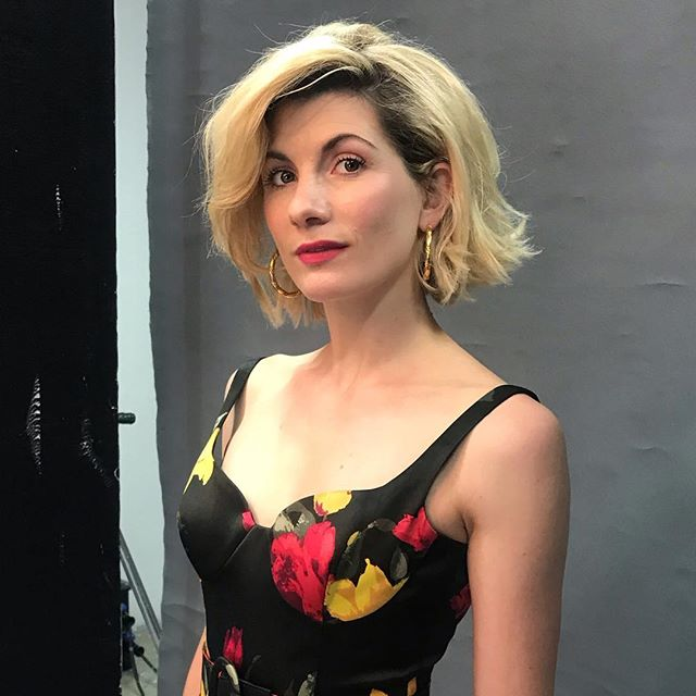 Who else is absolutely loving Dr Who? - it's our Sunday night family watching & eating ritual now 🤗 Flashing it back to #jodiewhittaker behind the scenes of #thetimes shoot. Styling @pruewhite hair @mathewsoobroy and the front cover and inside shoot by the fabulous @dankennedyphoto 💪🏻