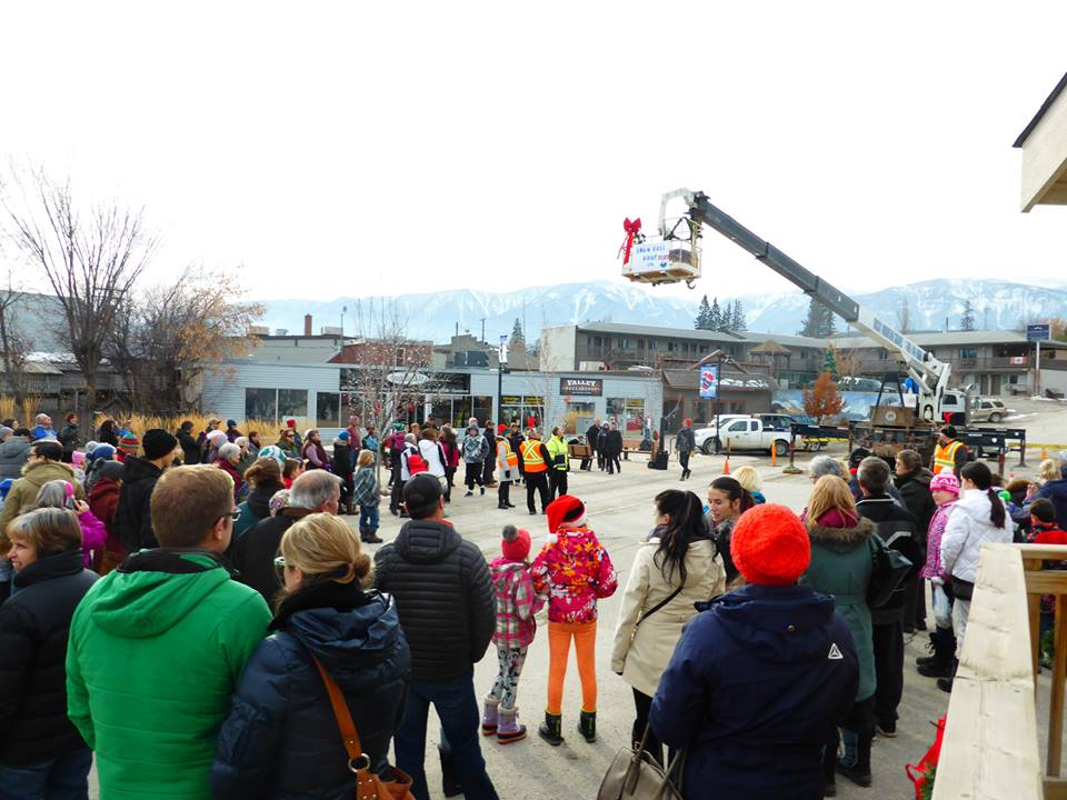 "The 2018 Snowball Drop will kick off with a children's only ""Gumball Drop"" followed by an adults only ""Snowball drop.""  Snowballs of savings will float down from the sky to waiting shoppers at 3:00 pm on November 17th, 2018. This event is free participate in. Community members are invited to gather at Cenotaph Park to catch gumballs ( colorful balls) and snowballs (ping pong balls) as they fall from the sky. Hundreds of ping-pong balls will be dropped from above! Each snowball will represent a specific discount, gift or prize from local businesses. THESE SAVINGS AND PRIZES ARE AMAZING!! I will not tell you what they are but I can promise you that you will be extremely happy!! Customers may redeem their snowballs for prizes and discounts at participating businesses and restaurants with corresponding numbers throughout the Columbia Valley. ONE GUMBALL/ PING PONG BALL PER PERSON!!  PARTICIPATING BUSINESSES: COMING SOON!"