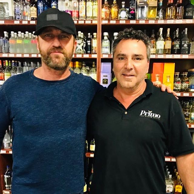 Thank you so much for stopping by @gerardbutler, a great actor 📽but above all a wonderful person.👏 Hope seeing you soon again. . . . . #gerardbutler #gerardbutlerloyalfans #actor #celebrity #hollywood #movies #whisky #liquorstore #cheers #whotelsouthbeach #setaimiami #1hotelsouthbeach #onehotelmiami #delanomiami #fountainebleau #faenamiamibeach #stkmiamibeach #lincolnroadmall #sundayfunday #lyfestyle