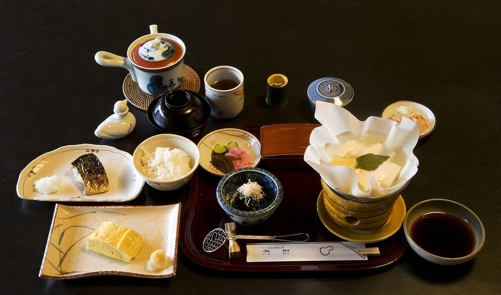 1280px-Breakfast_at_Tamahan_Ryokan,_Kyoto.jpg