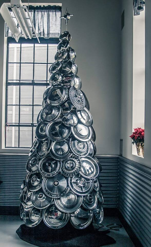 hubcap_christmas_tree.jpg