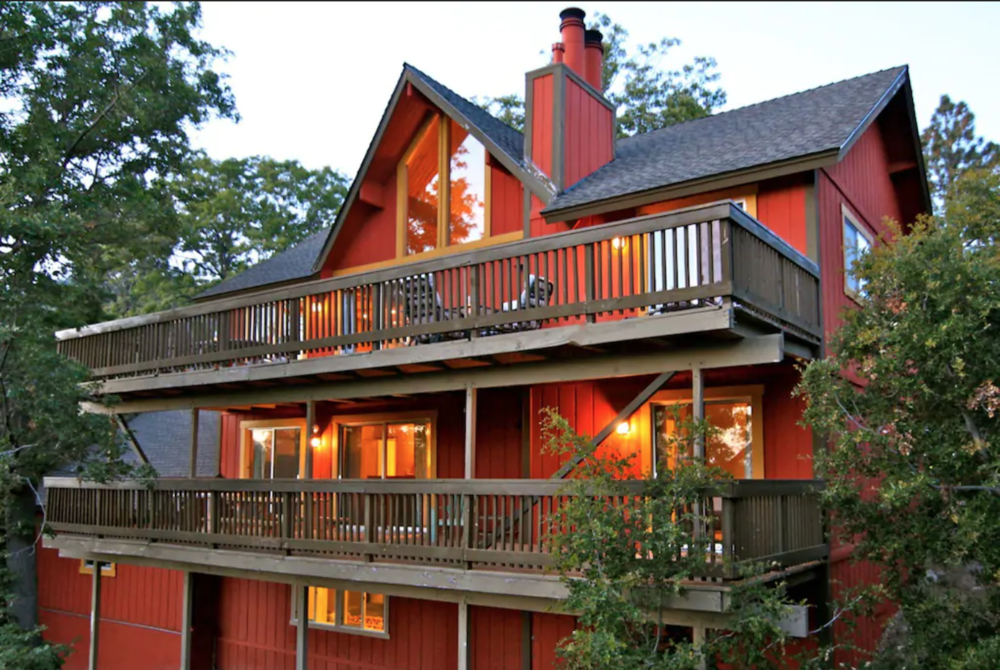 HUGE DUAL Deck - 2,400 sq.ft. three story lodge.11 bedsIncludes an Arrowhead Lake Association beach club pass that gives us access to the 2 private beach clubs.