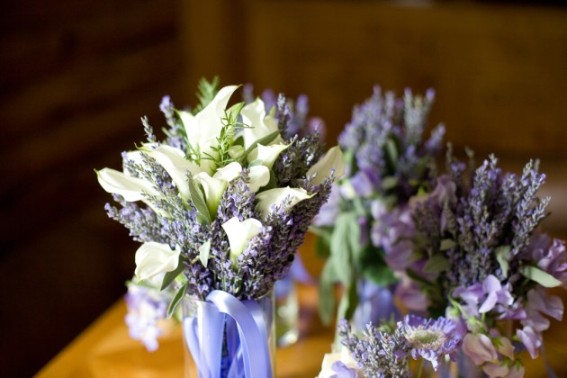 White Calla Lilies and Lavender were included in this bridal bouquet for a Keystone Ranch wedding at Keystone, Colorado. | photo[caytonphotography.com]