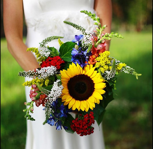 This sunflower centric bridal bouquet was for a Ten Mile Station wedding at the Breckenridge Ski Resort in Breckenridge, Colorado.  |  photo[adamwelch]