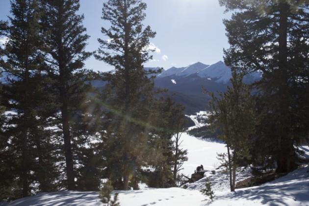 { REAL MOUNTAIN WEDDING } Q&A w/ Nicole + Garri: A Winter Wedding at Sapphire Point near Breckenridge, Colorado.  |  photo[zanderography.com]