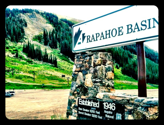 [ VENUE ] The Black Mountain Lodge at the Arapahoe Basin Ski and Snowboard Area | photo[stacysanchez] Colorado Wedding Blog