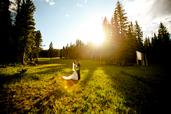{ REAL MOUNTAIN WEDDING } Cara + Heman at Ten Mile Station in Breckenridge, Colorado  |  photo[beckyyoungphotography.com]  Breckenridge wedding photography, Breckenridge wedding planner, Breckenridge wedding venue