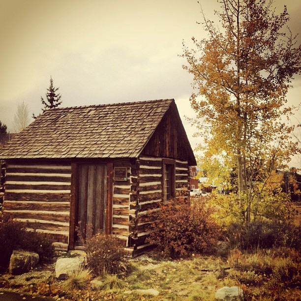 [Venue and Photo Shoot Location] Father Dyer's Cabin in Breckenridge, Colorado.  |  photo[stacysanchez]