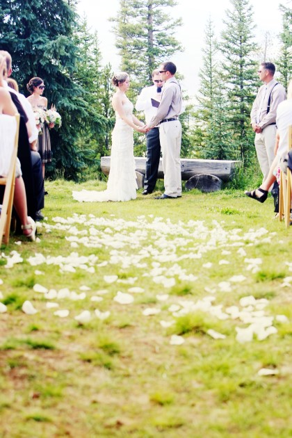 { Real Mountain Wedding } Emily + John at the V3 Ranch n Breckenridge, Colorado  |  Photo www.applesandorangesphotography.com