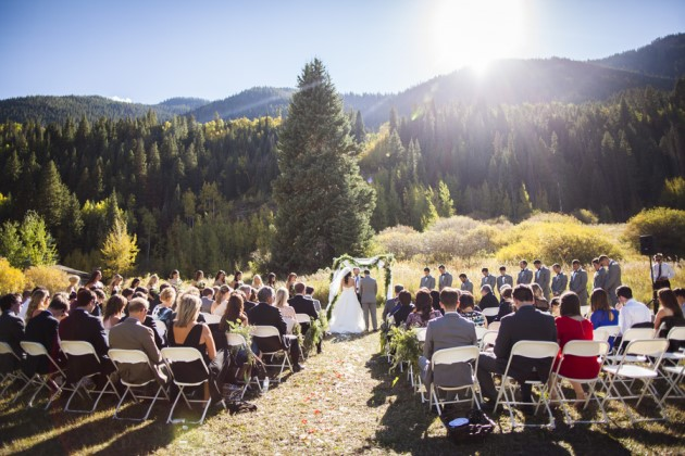 Katherine + Shaun: Colorado Mountain Wedding at the Vail Racquet Club | Image: Katie Keighin Photography
