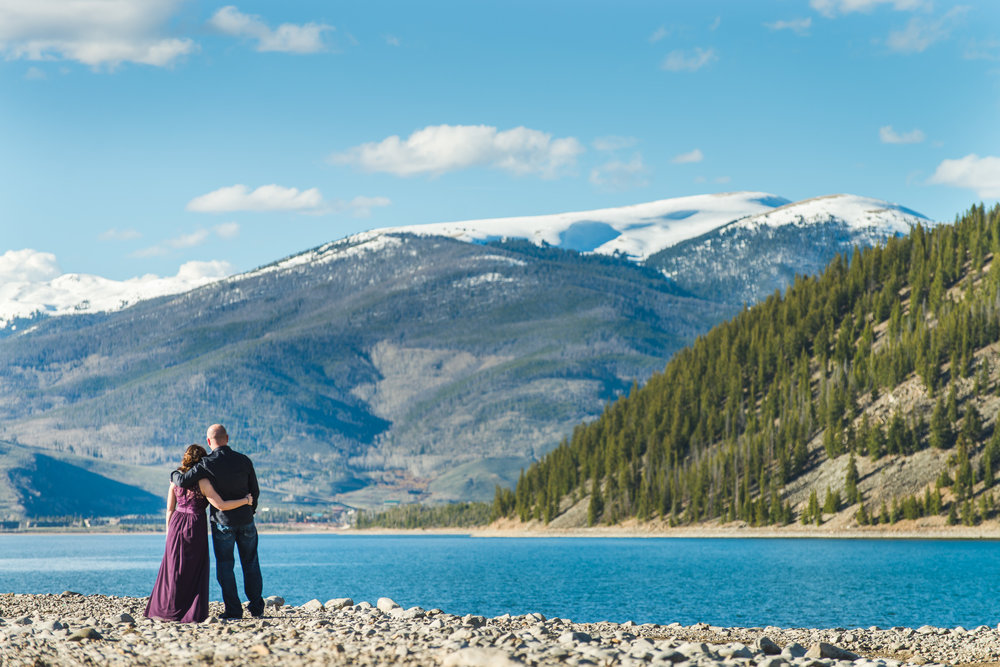 Intimate spring wedding at Sapphire Point and lake dillon in the mountains of colorado | Summit Mountain Weddings | Keeping Composure Photography