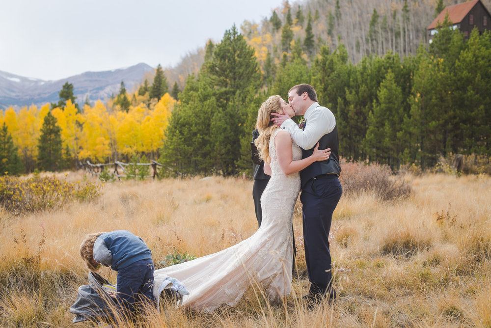 Sealed with a kiss! Autumn elopement in Breckenridge, Colorado | Summit Mountain Weddings