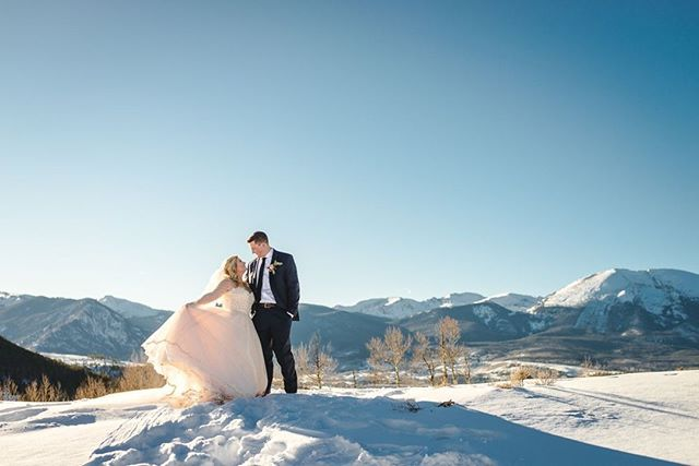 What beats dancing on top of the world with your brand new husband?⠀ .⠀ Dancing on top of the world with your brand new husband on THE BEST Colorado-weather-day on record!⠀ .⠀ These two lucked out with a miraculous, clear, still, even warm winter day. Mother Nature was showing off, and we took lots of time to soak it all in!