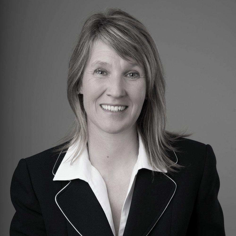 Tarja Vartiainen - Tarja Vartiainen est Consultante, Coach & Formatrice en Leadership Authentique. Elle a plus de 20-ans d'expérience dans des fonctions de Management et plus de 35-ans d'expérience avec les chevaux et met sa passion au service des managers et de leurs équipesSon site