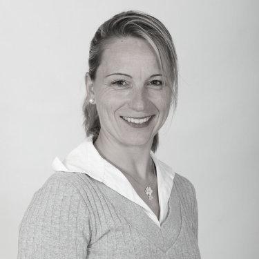 Sandrine Saulnier - Cavalière depuis l'âge de 11 ans, ma passion pour le cheval ne m'a jamais quitté. Le cheval est aujourd'hui mon partenaire privilégié dans le cadre de mes accompagnements en développement personnel et professionnel.Son site