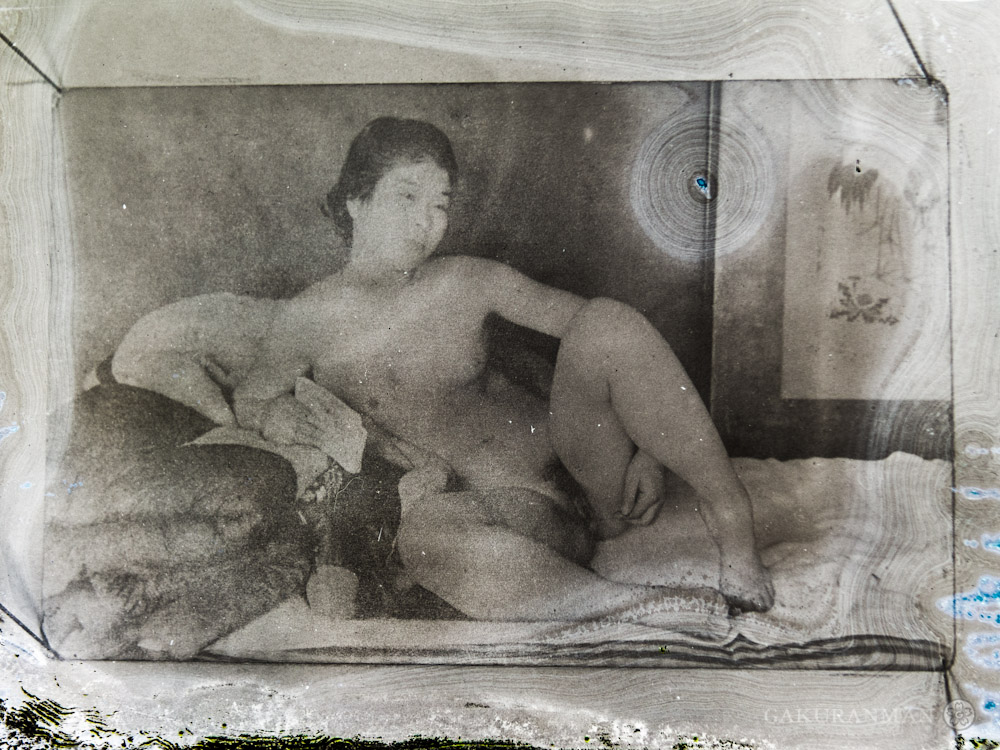 Nude pictures found by Gakuranman in one of the rooms in the famous Red Villa.