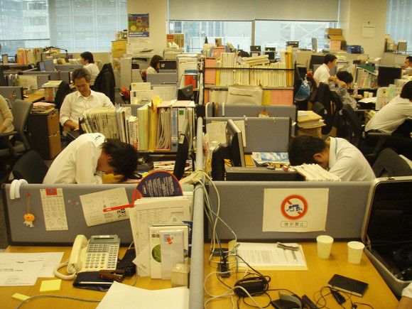 - Imagine the average boring western-style office and take it several notches down, add tiny spaces, tiny desks, no natural light, no lighting concept whatsoever, clutter, sleeping colleagues, cables, endless meetings, zero discussions. Basically something like this picture on the left (a google search result on