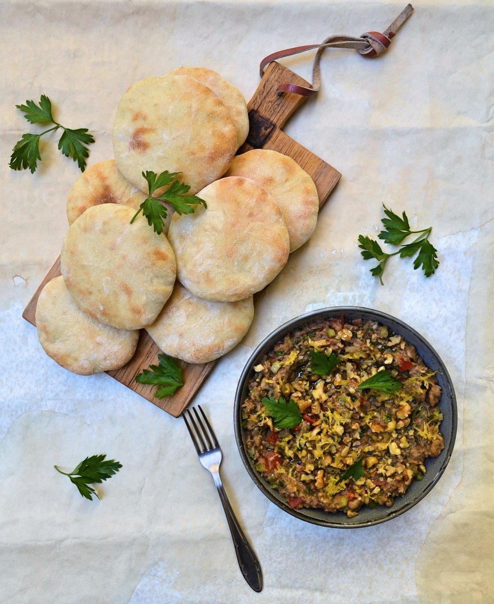 Баба Гануш с лимонови кори, орехи и кимион и джоб пити -