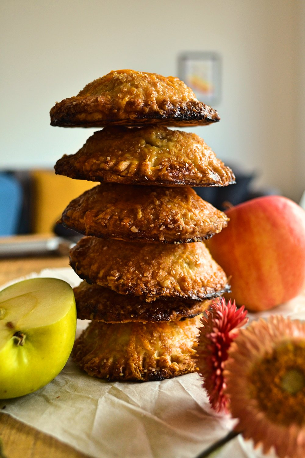 Rye_crust_apple_chilli_pepper_cheddar_mini_pies4.jpg