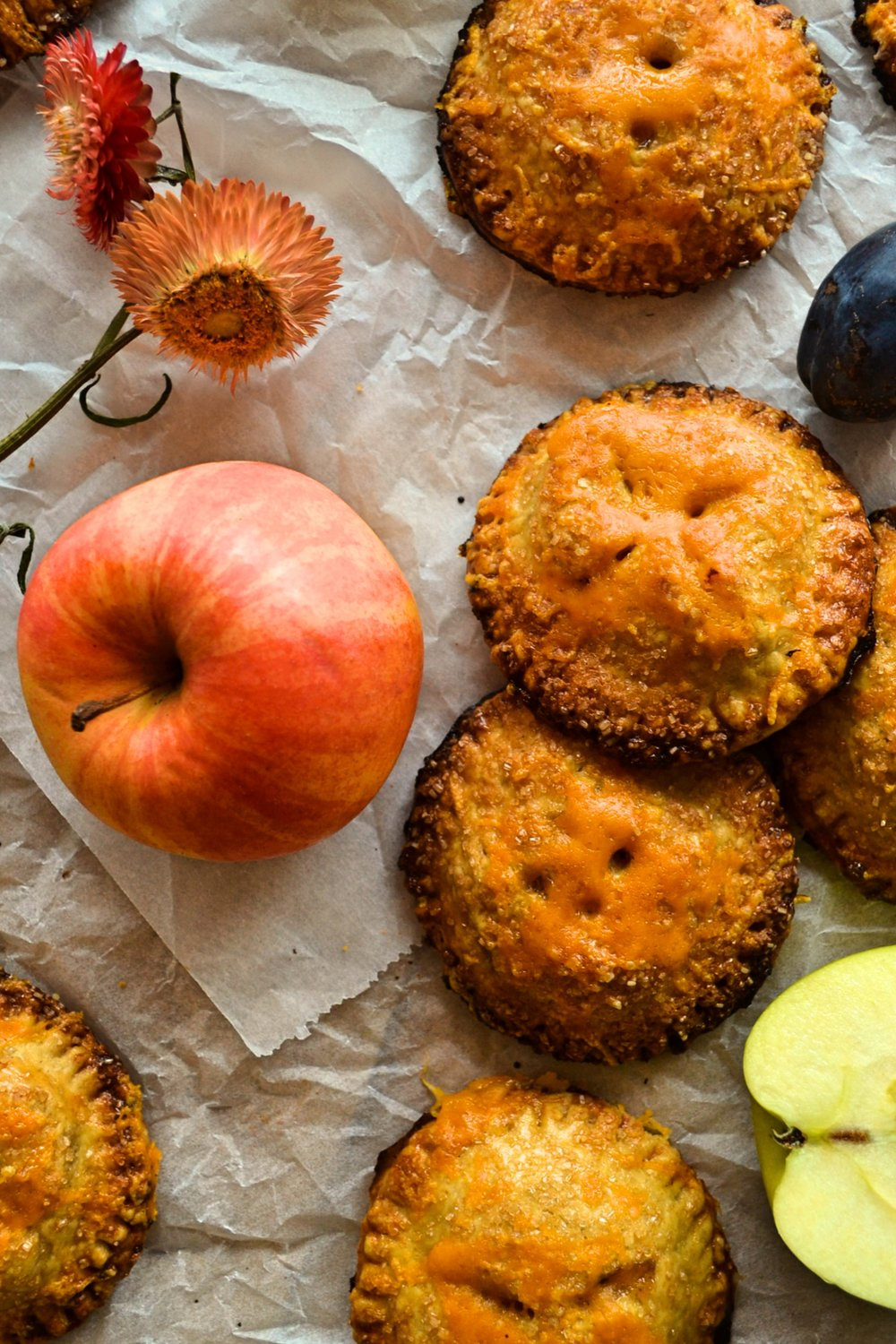 Rye_crust_apple_chilli_pepper_cheddar_mini_pies6.jpg