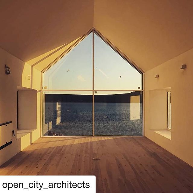 Look at her glow! #girahome #gira #weskusbeskus #weskus #capetowndesign #lagoonhouse @open_city_architects @groundfloorprojects