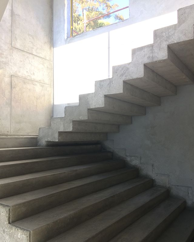 No matter what time of day, or what angle, this staircase is jaw-dropping.  #hourscleararchitects #ctconstruction #capetowndesign #staircasedesign #stairway