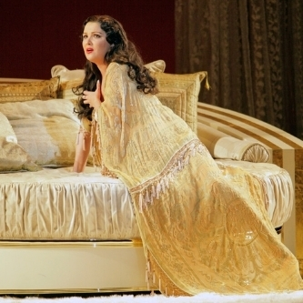 A Girl's Guide to Love and Opera: La Traviata