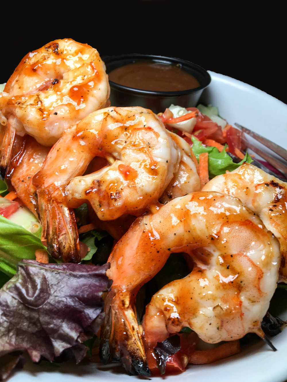 Salad with BBQ shrimp - Bobbique