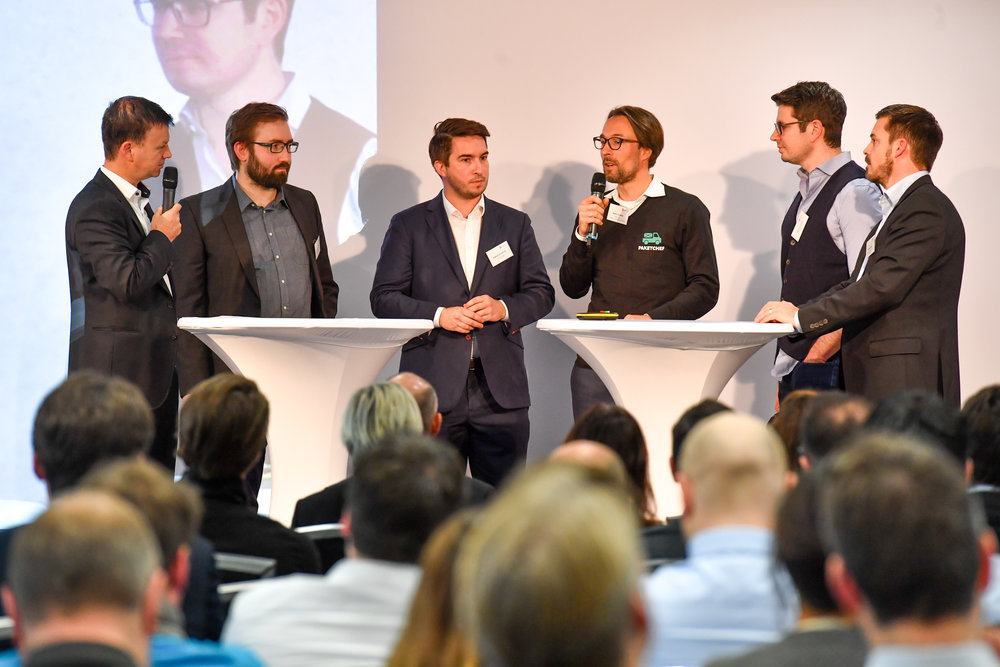 Discussion with the STARBUZZ-Startups of Batch#1: Malte Dietrich, CEO of Kaufsafari - Patrick Kirchhoff, CEO of replex - Dr. Anton Schäfer, CEO of PaketChef, Marcus Pauli, CEO of mindtainr, Thomas Müller, STARBUZZ Program Manager