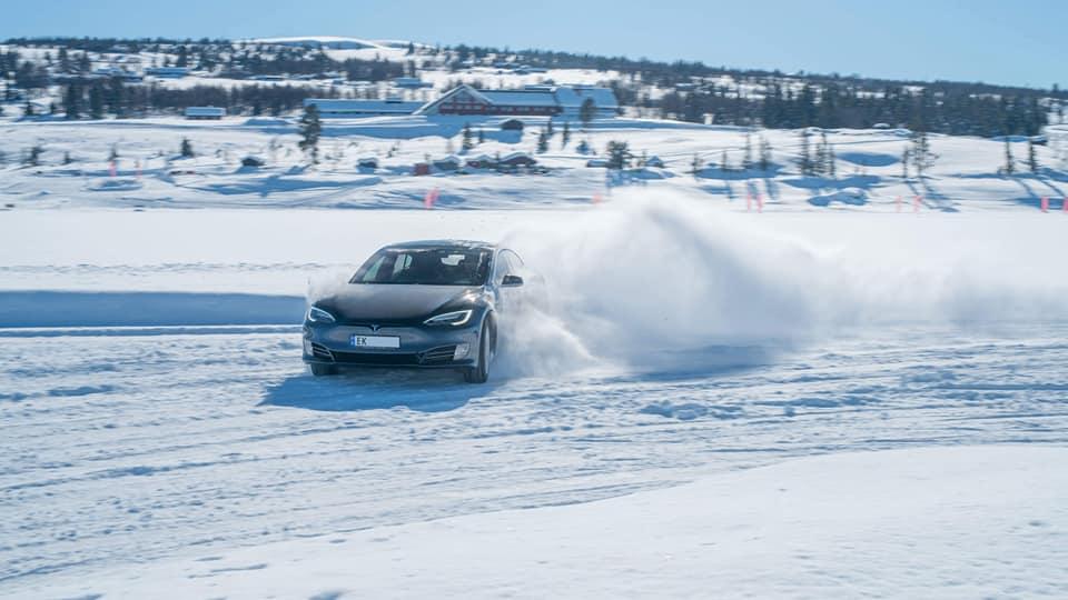 180322 tesla in snow.jpg