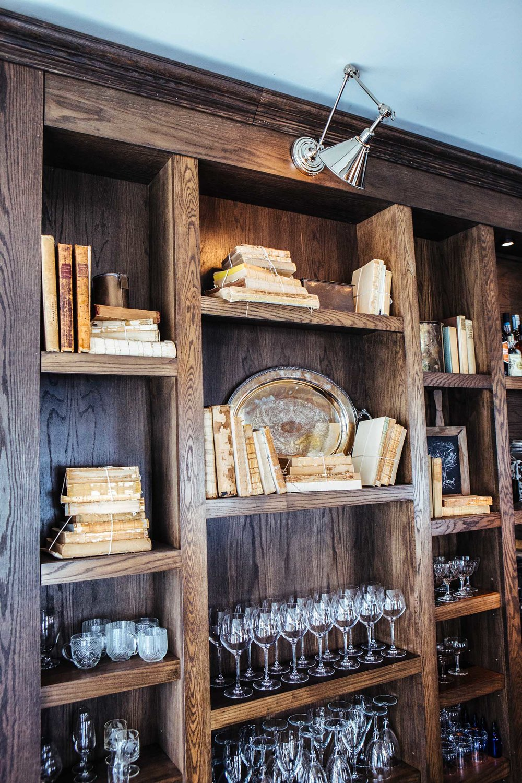 Leo_Designs_Chicago_interior_design_white_oak_tavern4.jpg