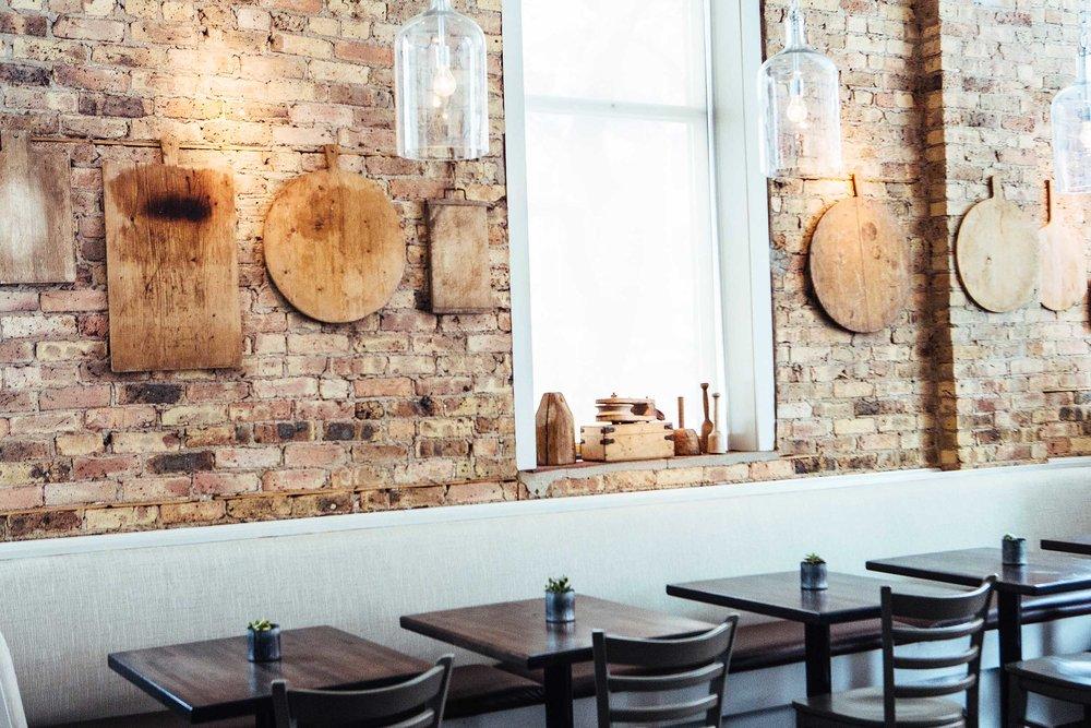 Leo_Designs_Chicago_interior_design_white_oak_tavern5.jpg
