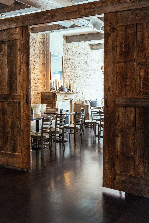 Leo_Designs_Chicago_interior_design_white_oak_tavern8.jpg