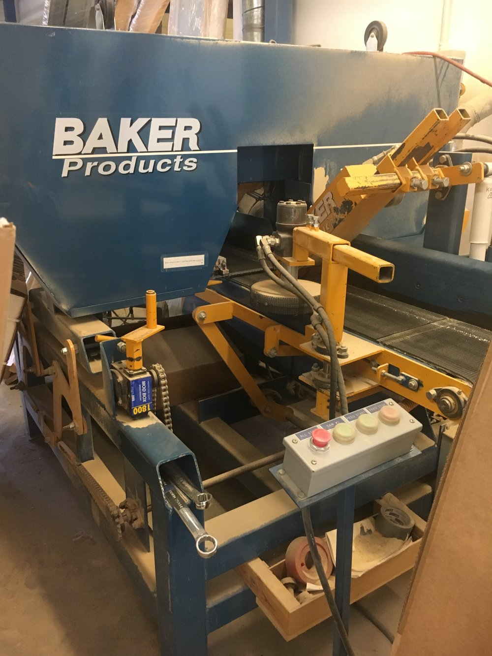 BAKER RESAW  The resaw can produce veneers or create a roughsawn surface for exterior cedar and fir products.