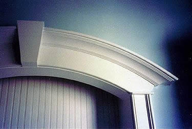 Curved trim with key